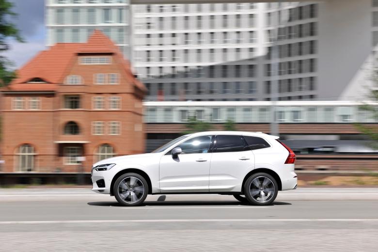 Volvo_XC60_2017_18
